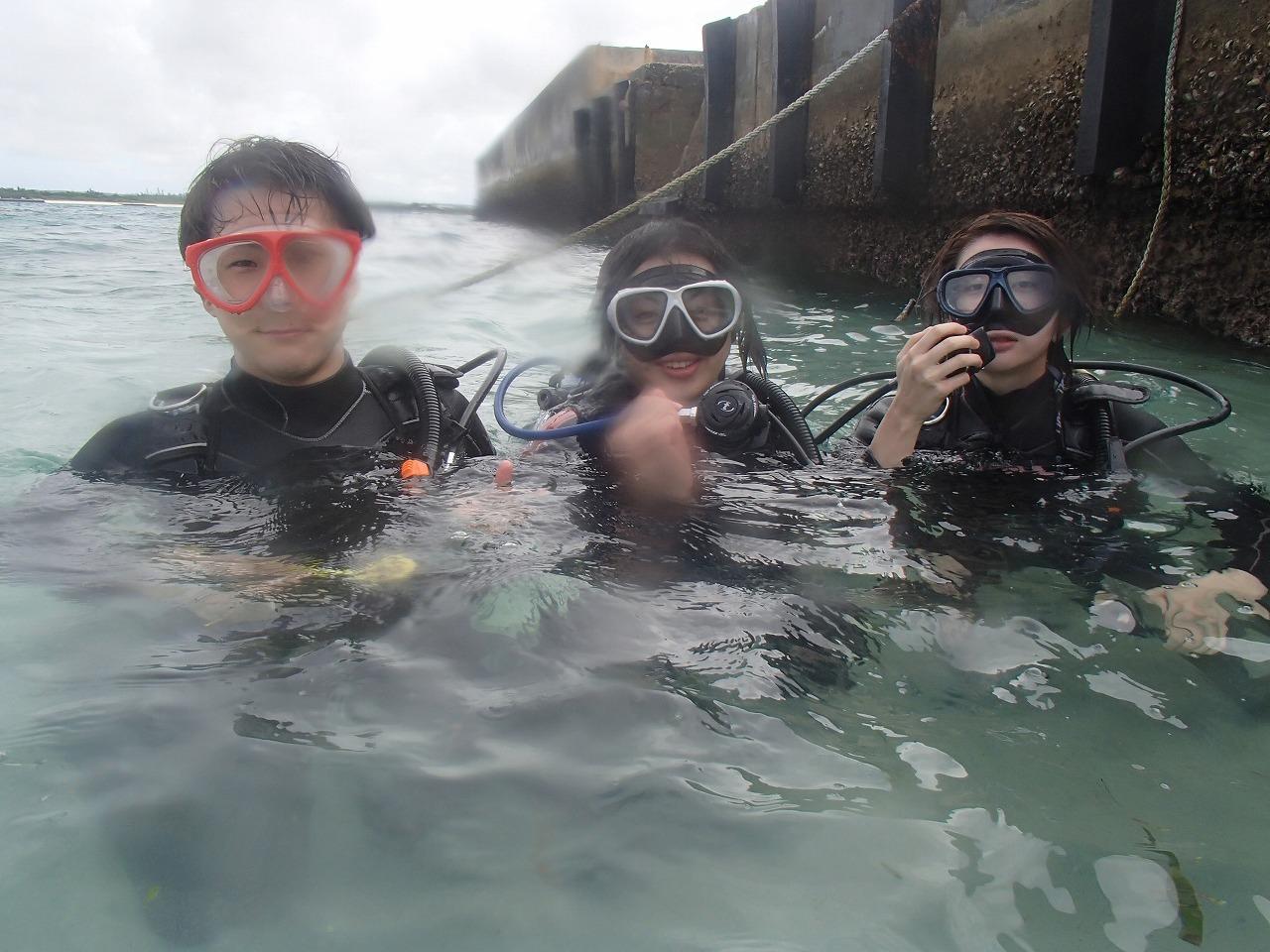 午前、ビーチ体験ダイビング